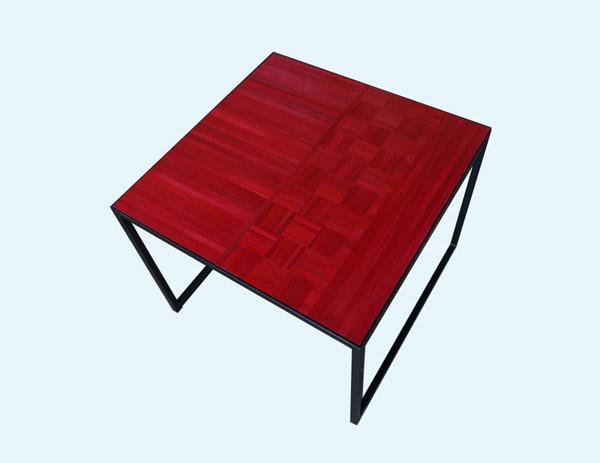 L'ATELIER CARTON PAILLE table rouge